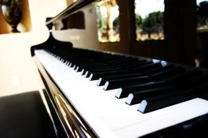 "Piano Improvisation Tips: Use Those ""Other"" Notes"